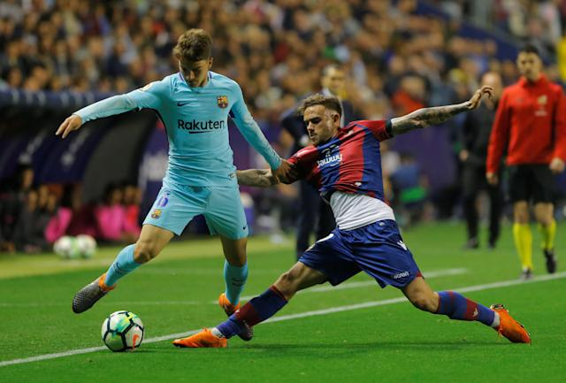 Soccer Football - La Liga Santander - Levante vs FC Barcelona - Ciutat de Valencia, Valencia, Spain - May 13, 2018 Barcelona's Denis Suarez in action with Levante's Roger Marti REUTERS/Heino Kalis