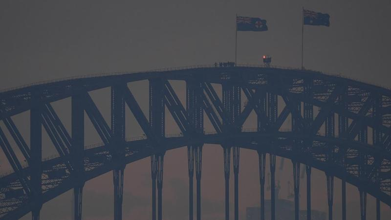 The heavy smoke that is smothering Sydney in forecast to stay into the weekend
