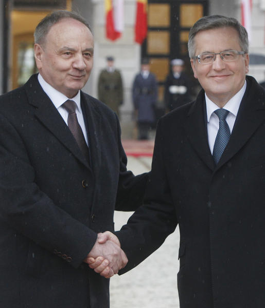 President of Poland Bronislaw Komorowski, right, and President of Moldova Nicolae Timofti, left, shake hands during an official welcome ceremony at the Presidential Palace in Warsaw, Poland, Monday, April 14, 2014. Timofti is on a two-day visit to Poland. (AP Photo/Czarek Sokolowski)