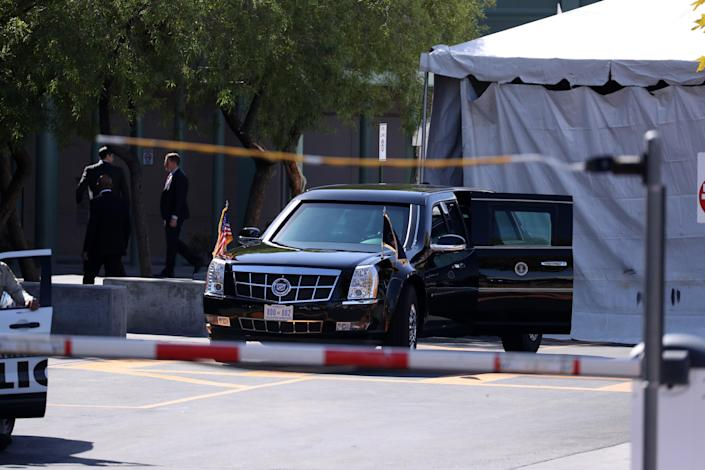 <p>U.S .security forces take security measures due to President Donald Trump's visit of mass shooting victims, who were injured after a gunman attack in Las Vegas, at University Medical Center in Las Vegas, Nev., on Oct. 4, 2017. (Photo: Bilgin S. Sasmaz/Anadolu Agency/Getty Images) </p>