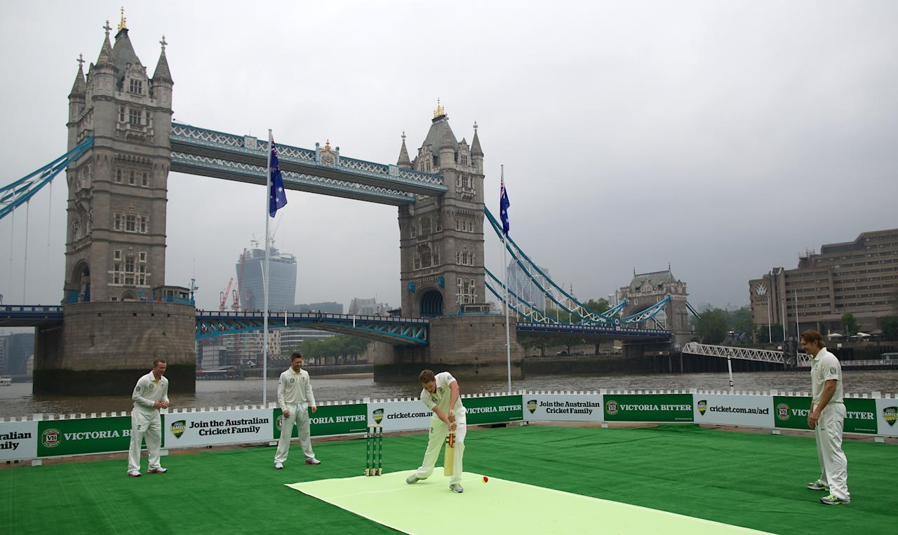 Australia's Chris Rogers (L), Michael Clarke (2nd L), James Faulkner (2nd R) and Shane Watson (R) from the Australian cricket team play a game of cricket on a barge in the river Thames by Tower Bridge in central London on June 20, 2013. AFP PHOTO/ANDREW COWIE