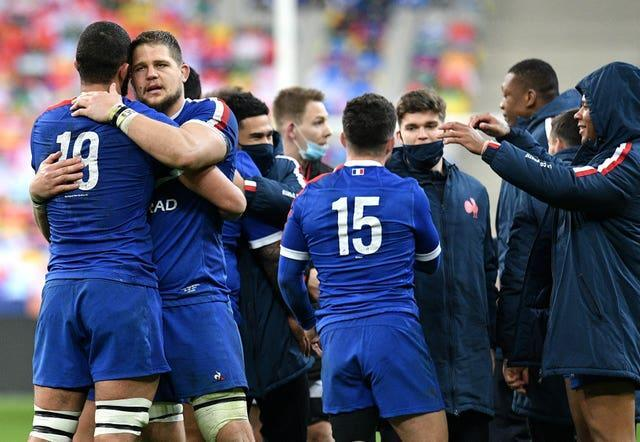 France snatched victory over Wales to keep alive their title hopes following a late try from Brice Dulin