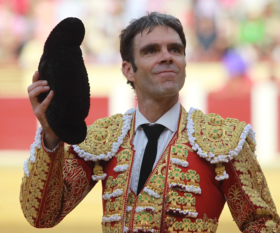 Spanish matador Jose Tomas stands during the Victor Barrio tribute bullfight at the Paseo de Zorrilla bullring, in Valladolid on September 4, 2016. / AFP / ALBERTO SIMON        (Photo credit should read ALBERTO SIMON/AFP via Getty Images)