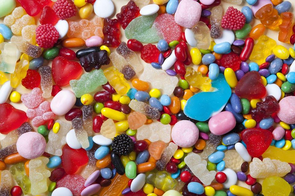 <p>FODMAP are chain carbohydrates that can cause blockage in the small intestine which can lead to digestive discomfort. Candies are rich with FODMAP and probably not the best idea if you're going to be sitting down for a long period of time. <br></p>