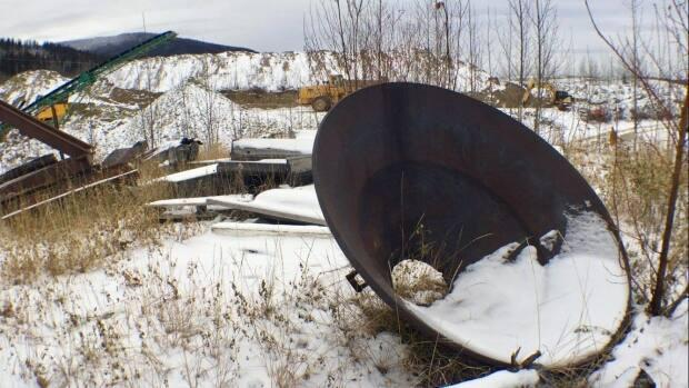 A mining claim in Dawson City, Yukon. Critics have weighed in on the mineral development strategy, which seeks to improve Yukon's mining regime. (Julie Landry/Radio-Canada - image credit)