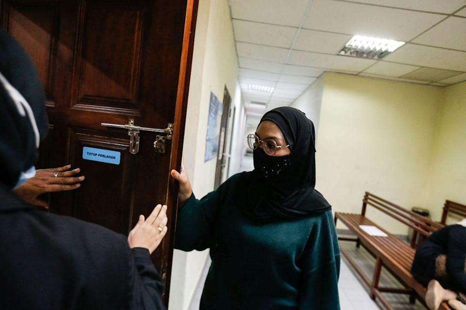 Zamira Juneed arrives at the Butterworth Court Complex February 24, 2021. — Picture by Sayuti Zainudin