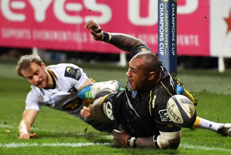 Montpellier's Nemani Nadolo (R) reacts after scoring a try against Leinster on January 20, 2017 at the Pierre Antoine Stadium in Castres's southern France