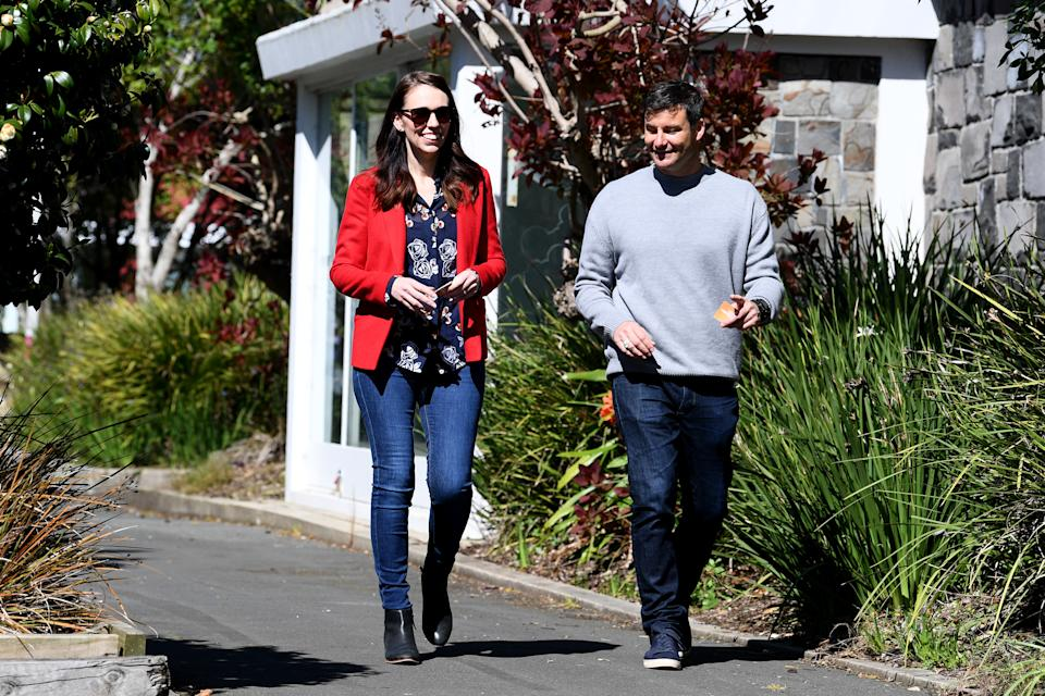 AUCKLAND, NEW ZEALAND - OCTOBER 03: New Zealand Prime Minister Jacinda Ardern and fiance Clarke Gayford arrive to vote at the Mt Eden War Memorial Hall on October 03, 2020 in Auckland, New Zealand. The 2020 New Zealand General Election was originally due to be held on Saturday 19 September but was delayed due to the re-emergence of COVID-19 in the community. (Photo by Hannah Peters/Getty Images)
