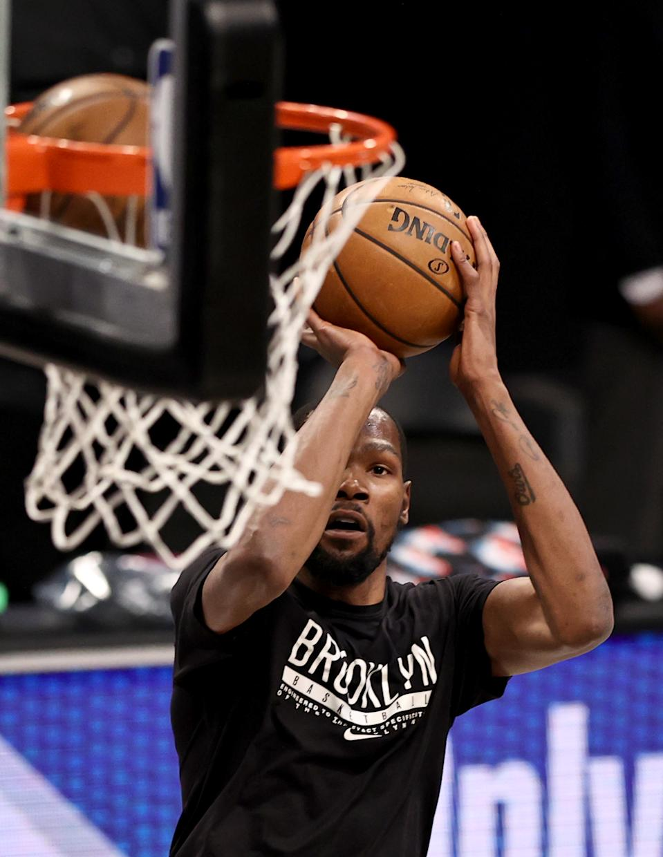 NEW YORK, NEW YORK - APRIL 07:  Kevin Durant #7 of the Brooklyn Nets warms up before the game against the New Orleans Pelicans at Barclays Center on April 07, 2021 in New York City.NOTE TO USER: User expressly acknowledges and agrees that, by downloading and or using this photograph, User is consenting to the terms and conditions of the Getty Images License Agreement. (Photo by Elsa/Getty Images)