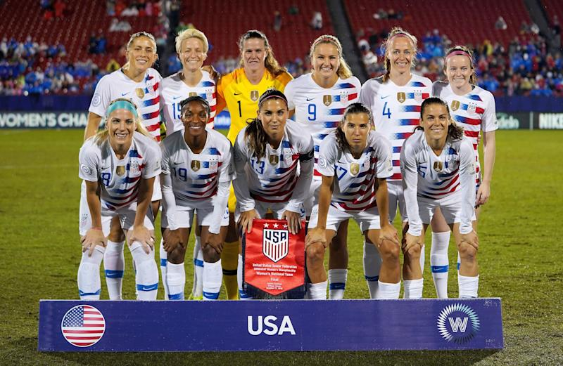 Frisco - OCTOBER 17: 2018 Back Row:- Abby Dahlkemper, Megan Rapinoa, Alyssa Naeher, Lindsey Horan, Becky Sauerbrunn and Rose Lavelle of USA. Front Row:- Julie Ertz, Crysta Dunn,Alex Morgan, Tobin Heath and Kelley O'Hara of USA During Concacaf Women's Championship Final match between USA against Canada at Toyota Stadium, Frisco on October 17, 2018 (Photo by Action Foto Sport/NurPhoto via Getty Images)