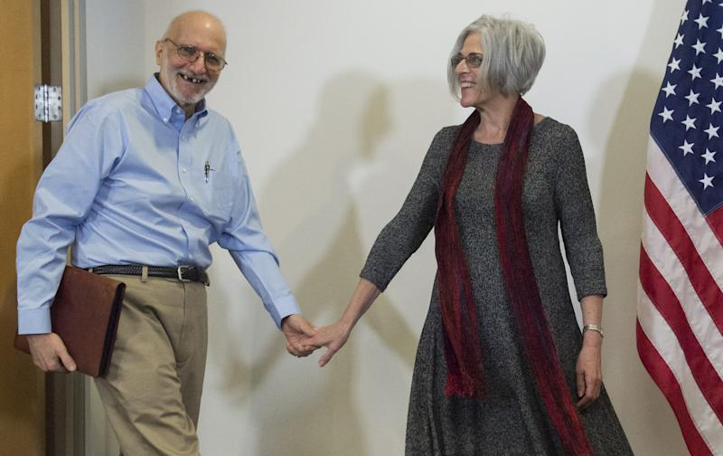 Alan Gross, and his wife Judy arrive for a press conference after being released by Cuba on December 17, 2014 in Washington,DC (AFP Photo/Saul Loeb)