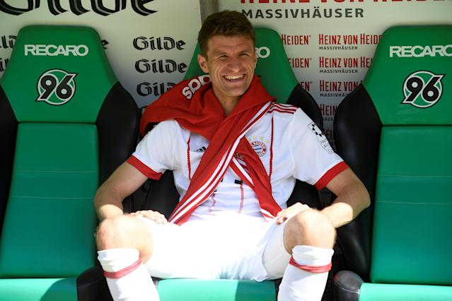 Soccer Football - Bundesliga - Hannover 96 vs Bayern Munich - HDI-Arena, Hanover, Germany - April 21, 2018 Bayern Munich's Thomas Mueller sat on the bench before the match REUTERS/Fabian Bimmer DFL RULES TO LIMIT THE ONLINE USAGE DURING MATCH TIME TO 15 PICTURES PER GAME. IMAGE SEQUENCES TO SIMULATE VIDEO IS NOT ALLOWED AT ANY TIME. FOR FURTHER QUERIES PLEASE CONTACT DFL DIRECTLY AT + 49 69 650050