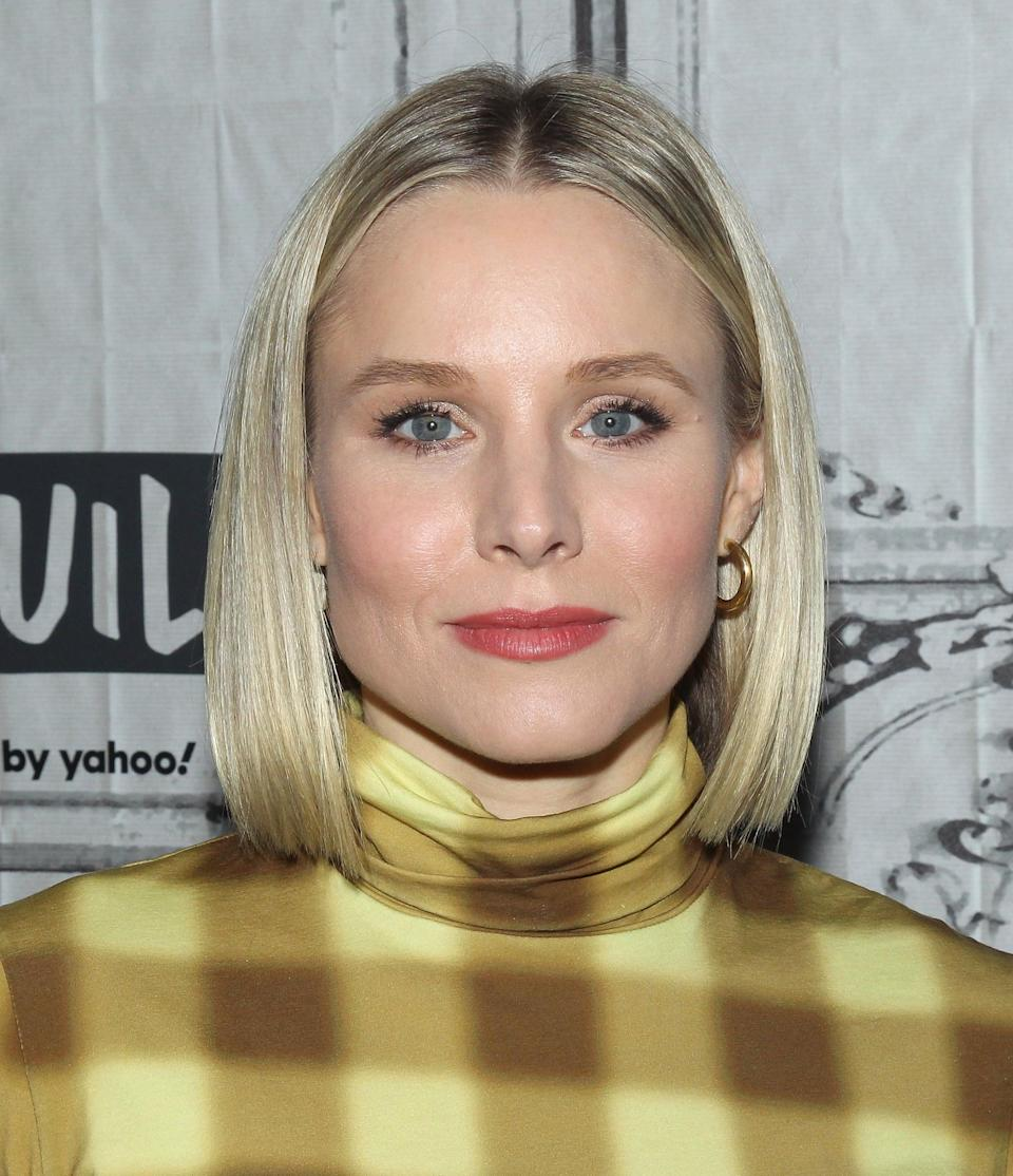 "<p><a class=""link rapid-noclick-resp"" href=""https://www.popsugar.com/Kristen-Bell"" rel=""nofollow noopener"" target=""_blank"" data-ylk=""slk:Kristen Bell"">Kristen Bell</a> styled her bob haircut super sleek for the 2020 Build Series.</p>"