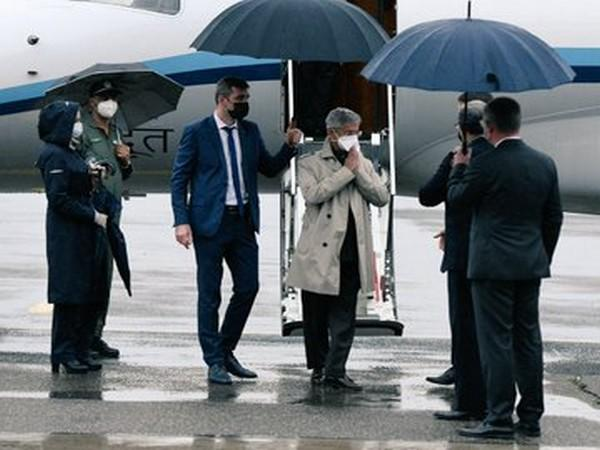 EAM S Jaishankar landed in Moscow, was received by Ambassador and senior officers from Russian Foreign Ministry (Picture tweeted by Indian Embassy)