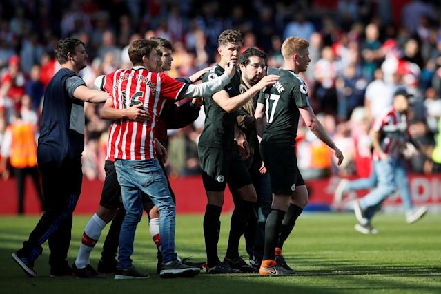 "Soccer Football - Premier League - Southampton vs Manchester City - St Mary's Stadium, Southampton, Britain - May 13, 2018 Manchester City's Kevin De Bruyne looks on as Southampton fans are on the pitch after the match REUTERS/David Klein EDITORIAL USE ONLY. No use with unauthorized audio, video, data, fixture lists, club/league logos or ""live"" services. Online in-match use limited to 75 images, no video emulation. No use in betting, games or single club/league/player publications. Please contact your account representative for further details."