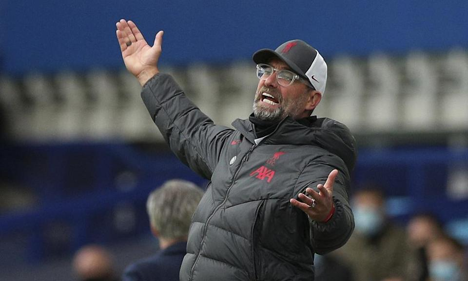 Liverpool's manager, Jürgen Klopp, makes himself heard on the touchline.