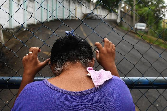 """A mother demands the release of her son captured by police and paramilitaries and held at """"El Chipote"""" prison in Managua, on June 16, 2018 (AFP Photo/MARVIN RECINOS)"""