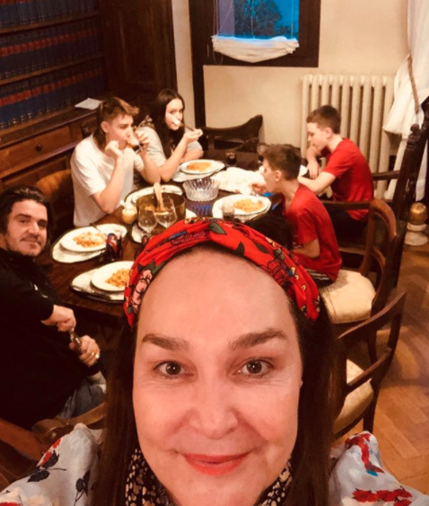 Kate and her family pictured in Italian apartment under coronavirus isolation