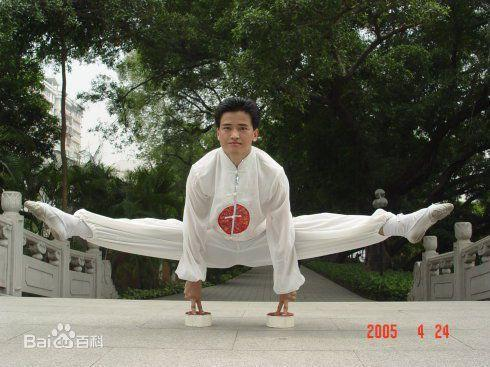 Watch a Kung Fu master stand up from a full split like it's