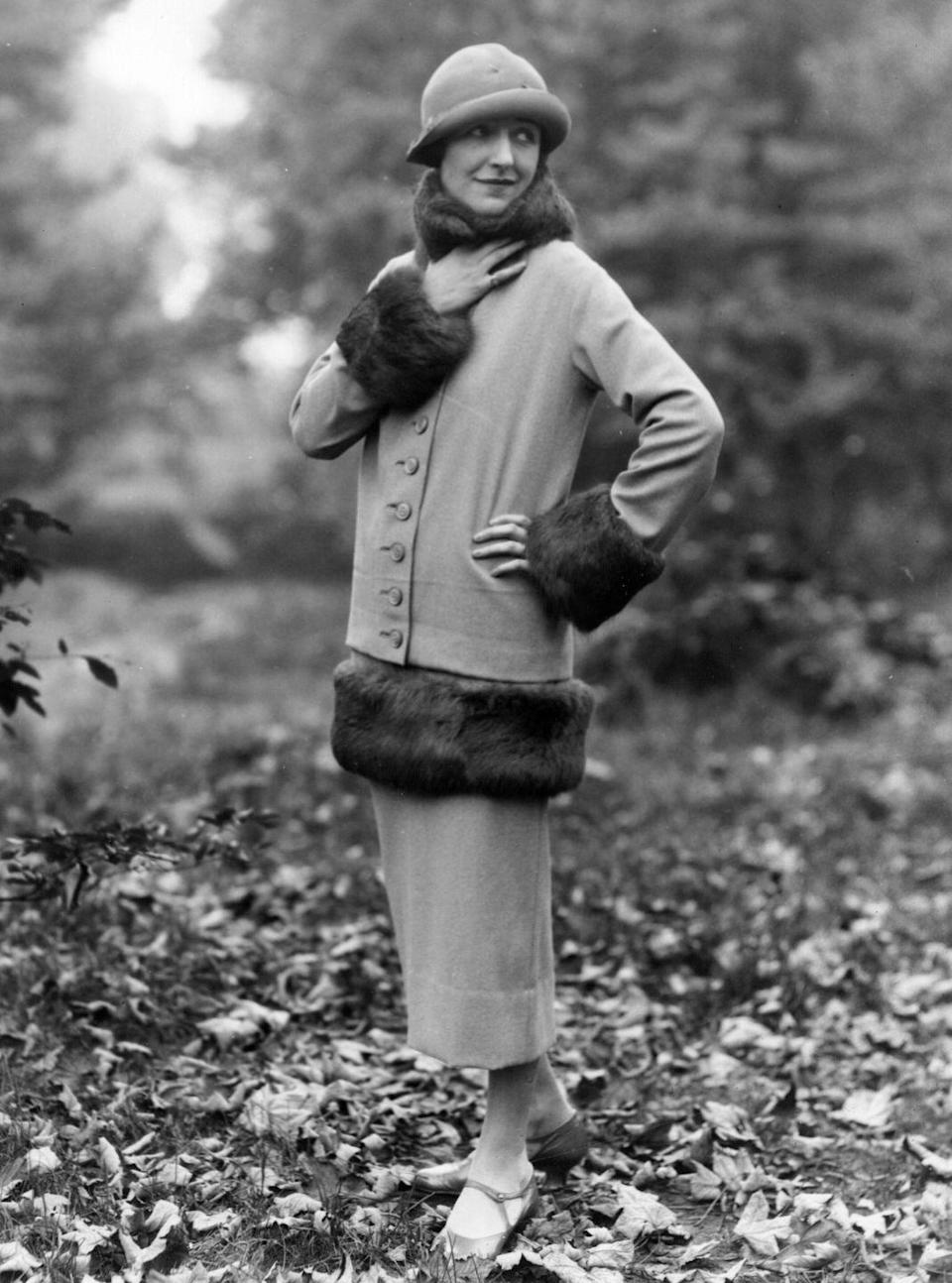 <p>Major fur trim continues to grace the streets in 1924. </p>