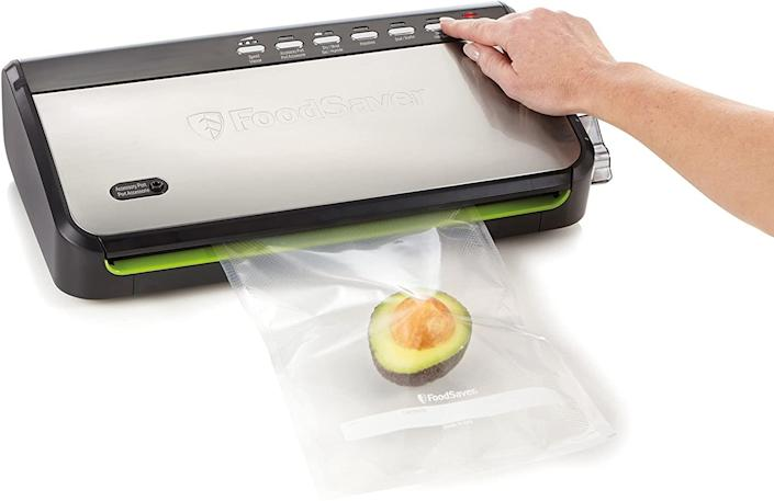 FoodSaver FFS005-033 Wedge with Roll Storage and Fresh Handheld Sealer. (Image via Amazon)