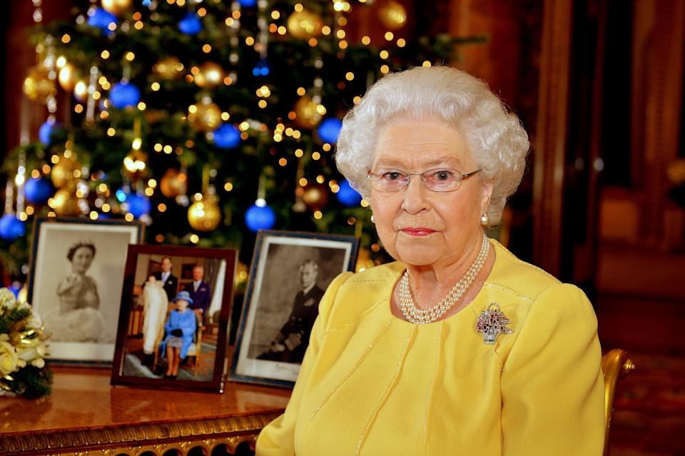 Britain's Queen Elizabeth poses for a photograph after recording her Christmas Day broadcast to the Commonwealth, in the Blue Drawing Room at Buckingham Palace, in central London December 12, 2013.   REUTERS/John Stillwell/Pool  (BRITAIN - Tags: ANNIVERSARY ENTERTAINMENT SOCIETY RELIGION ROYALS)