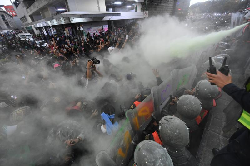 Protester clash with police as women march in Mexico City, on February 14, 2020, to protest gender violence. - Several protests convened on Friday in the Mexican capital and other cities of the country after the murder of Ingrid Escamilla, 25, stabbed to death and then skinned by her partner in the north of Mexico City on February 9. (Photo by PEDRO PARDO / AFP) (Photo by PEDRO PARDO/AFP via Getty Images)