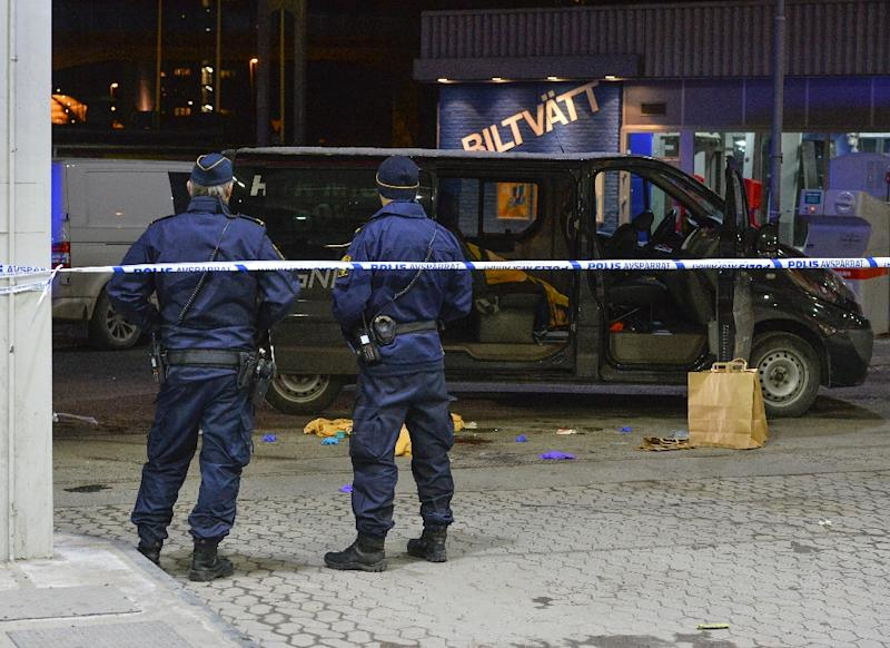 Police cordon off an area at a petrol station where a man was found severely injured in a minivan after being shot on the sidelines of a pro-Kurdish demonstration in Fittja in southern Stockholm, Sweden, on February 13, 2016 (AFP Photo/Johan Nilsson)