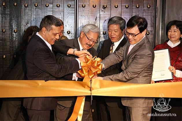 From left to right: Gus Murad, Consul-General Chris Cheang (hidden), Mayor Ed Lee, Ip Yiu Tung, James Quek, Michelle Chow cutting the ribbon at the VIP opening ceremony for CJ Jiang Nan on 14 Nov 2014