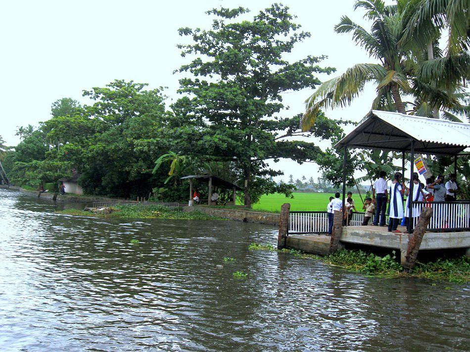 Alappuzha's allure is not merely in its backwaters, but in the small islands protected by mud walls and paddyfields covered with water throughout the year. Kuttanad, the rice bowl of Kerala, is one of the few places in the earth where agriculture is carried out four to ten feet below sea level. These areas showcase indigenous agricultural engineering and remind the visitor of the famous dikes of Holland.
