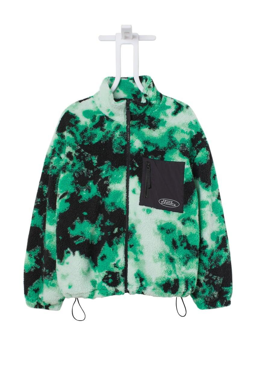 <p>Fleece jackets are a fall staple for us. This <span>No Fear x H&amp;M Fleece Jacket</span> ($35) comes in a fun print and will be our go-to when we're running out the door.</p>