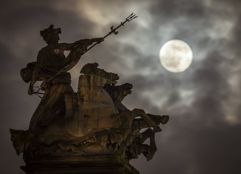 <p>A supermoon rises above the Maritime Prowess statue by Albert Hemstock Hodge at Hull Guildhall, ahead of the lunar eclipse. (Picture: PA) </p>