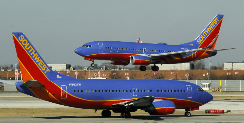 Southwest's 4Q profit slips on higher costs