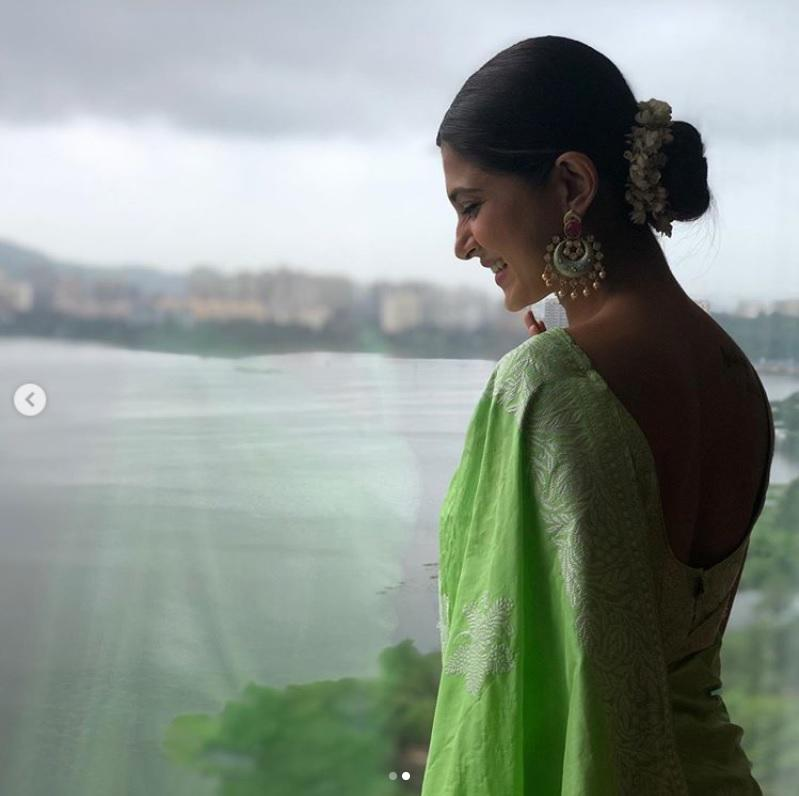 When is this lady not dressed to kill? Never. Small screen's sweetheart, Jennifer attended a wedding this month and we couldn't take our eyes off the pictures she shared via her Instagram account. This pistachio green saree, with all the minute <em>Lakhnawi chickan-kari, </em>will never cease to be out of fashion. The actress drapes the six yards in an open palla style, secured her tresses in a bun adored with a gajra, and a chand-bali completes the no-make up look. What's there not to love?