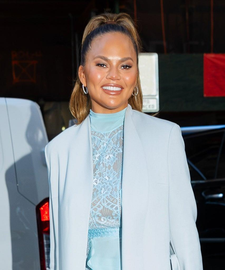NEW YORK, NEW YORK – FEBRUARY 19: Chrissy Teigen arrives at NBC studios with daughter Luna on February 19, 2020 in New York City. (Photo by Gotham/GC Images)