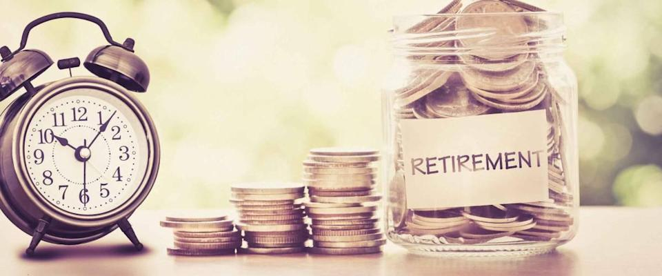 To save money on the retirement concept, place coins in a glass jar with a retro alarm clock for the time being, vintage retro color tone
