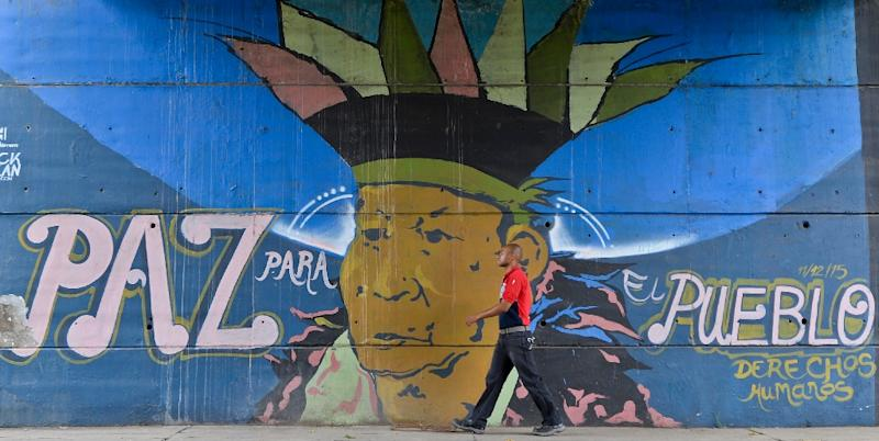 """Graffiti in Cali, Colombia calls for """"Peace for the people"""" (AFP Photo/Luis Robayo)"""
