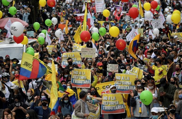 Tens of thousands of demonstrators marched in several Colombian cities against reforms which they see as an unwarranted attack on the middle class