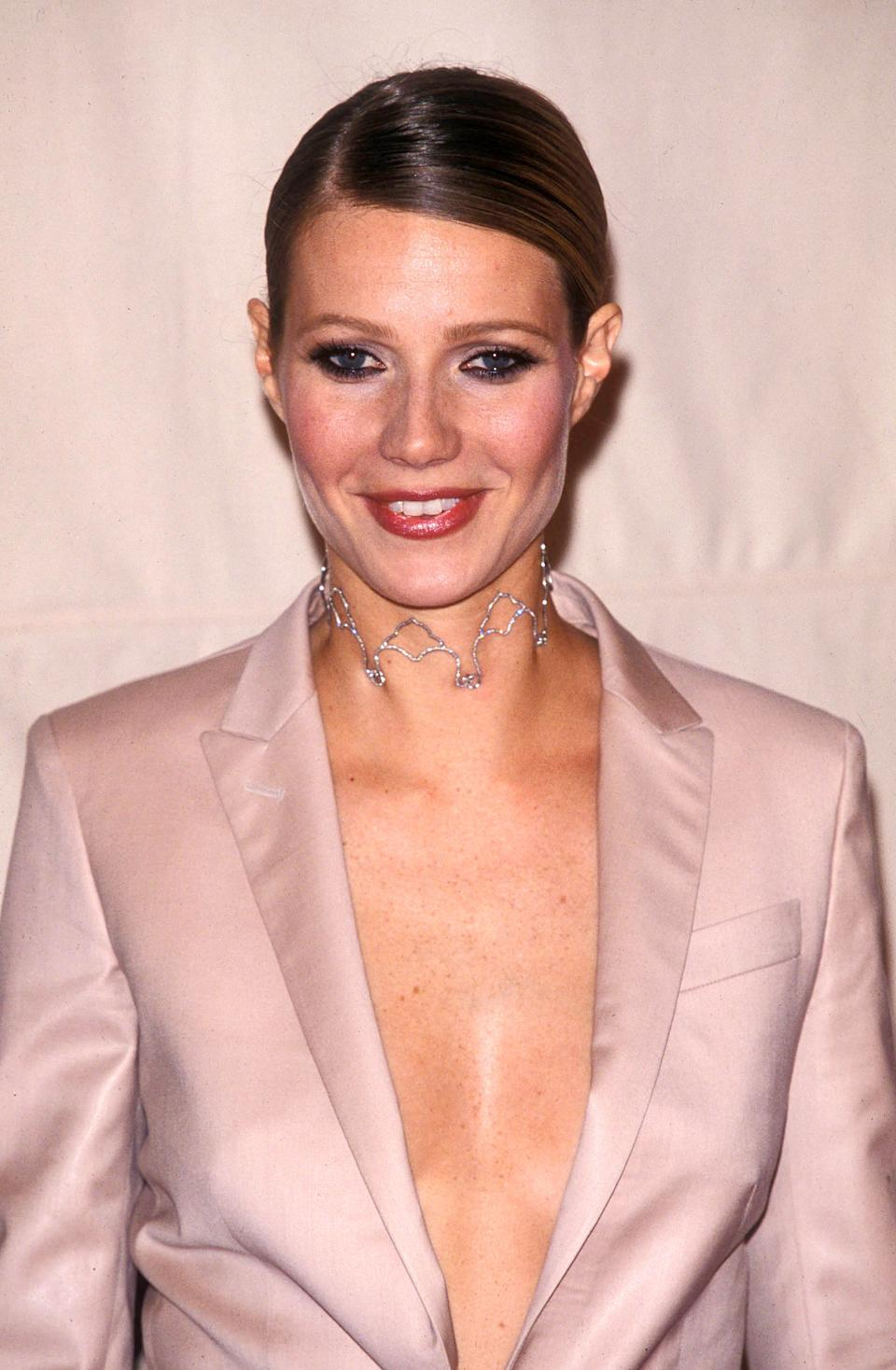 Photo by: Peter Kramer STAR MAX, Inc. - copyright 2001 ALL RIGHTS RESERVED Telephone/Fax: (212) 995-1196 10/18/01 Gwyneth Paltrow at the Vh1 Fashion Awards. (NYC) (Star Max via AP Images)