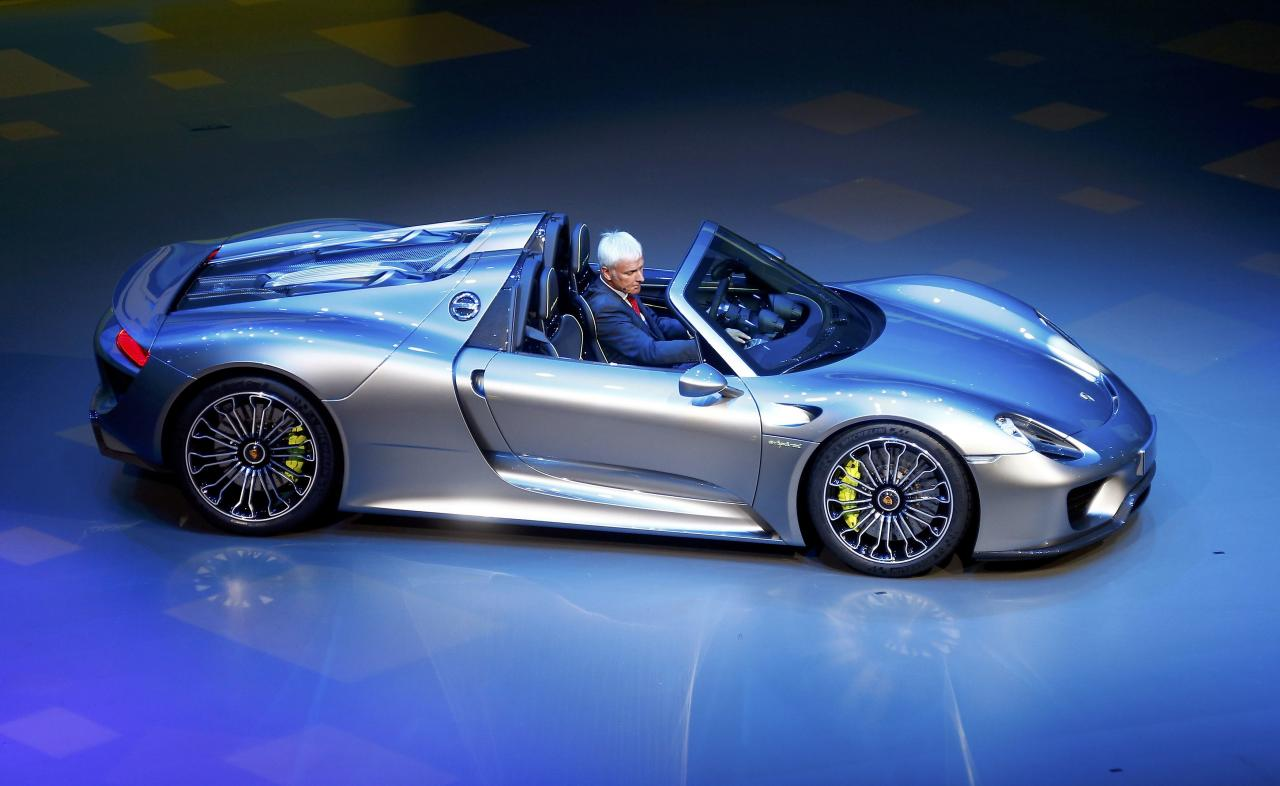 Porsche CEO, Matthias Mueller presents the new Porsche 918 Spyder hybrid car at the Volkswagen group night at the Frankfurt motor show September 9, 2013. The world's biggest auto show is open to the public September 14 -22. REUTERS/Kai Pfaffenbach (GERMANY - Tags: BUSINESS TRANSPORT)