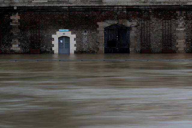 <p>The flooded banks of the Seine River is seen after days of rainy weather in Paris, France, Jan. 23, 2018. (Photo: Gonzalo Fuentes/Reuters) </p>