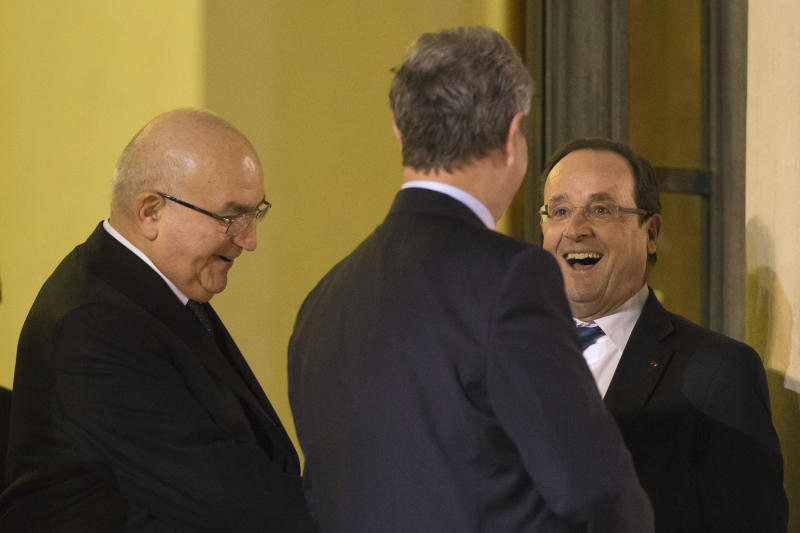 Hollande details plan to put French state on diet