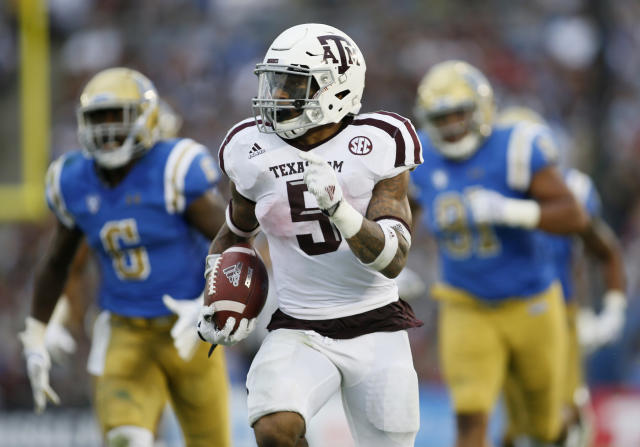 "Texas A&M running back <a class=""link rapid-noclick-resp"" href=""/ncaaf/players/263271/"" data-ylk=""slk:Trayveon Williams"">Trayveon Williams</a> runs for a 61-yard touchdown against UCLA during the first half of an NCAA college football game, Sunday, Sept. 3, 2017, in Pasadena, Calif. (AP Photo/Danny Moloshok)"