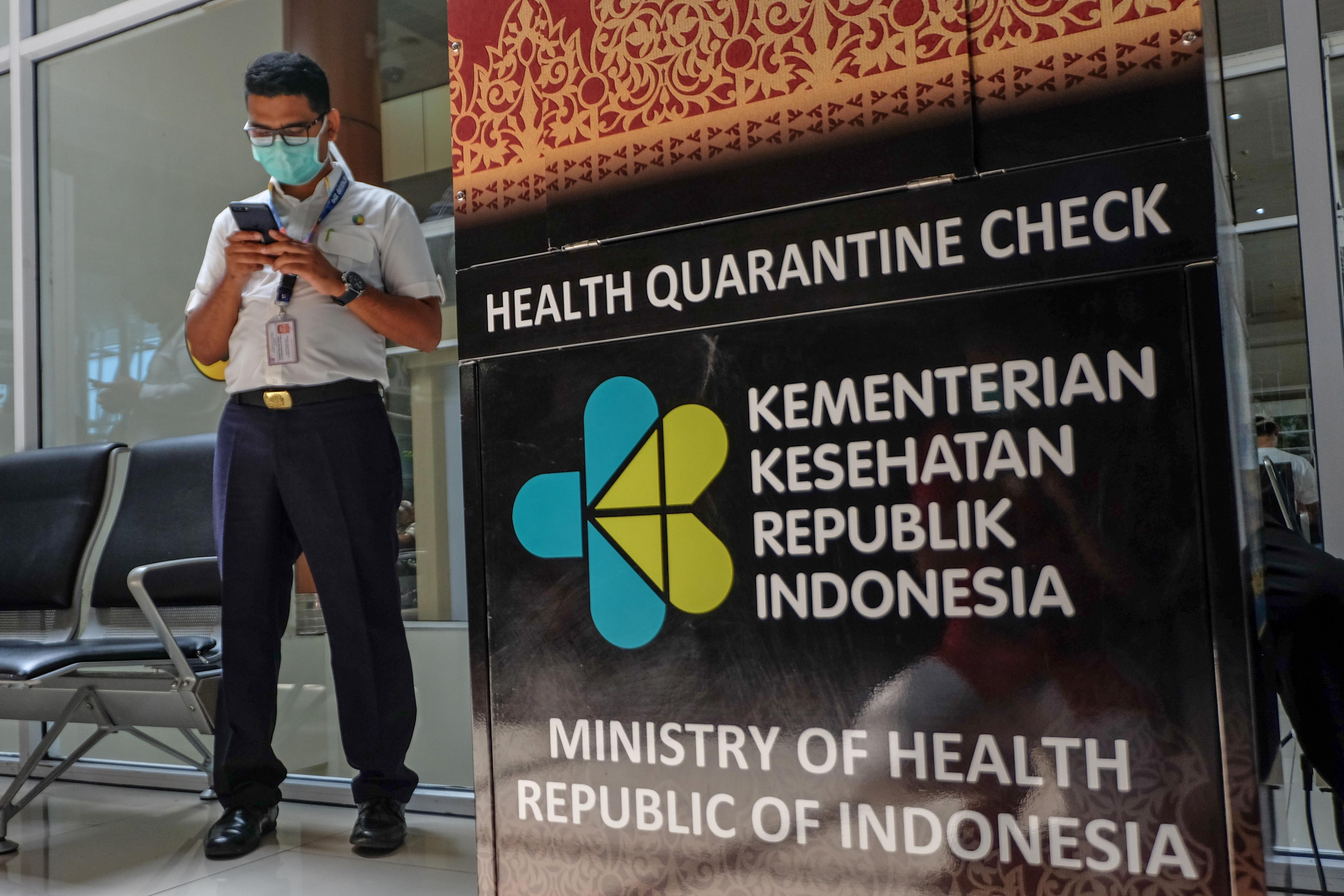 PEKANBARU, RIAU, INDONESIA - JANUARY 23: Airport operational officers are seen using a face mask to prevent Coronavirus at Sultan Syarif Kasim II airport in Pekanbaru, Riau Province, Indonesia on January 23, 2020. Coronavirus has killed nine peoples, infected hundreds of peoples and can spread. The new virus originating from Wuhan, China, appeared since December 2019 and has been terrorizing the world. (Photo by Dedy Sutisna/Anadolu Agency via Getty Images)