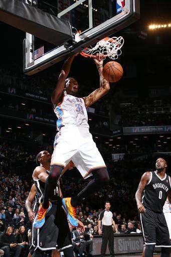 NEW YORK, NY - JANUARY 31: Kevin Durant #35 of the Oklahoma City Thunder dunks against the Brooklyn Nets at the Barclays Center on January 31, 2014 in the Brooklyn borough of New York City. (Photo by Nathaniel S. Butler/NBAE via Getty Images)