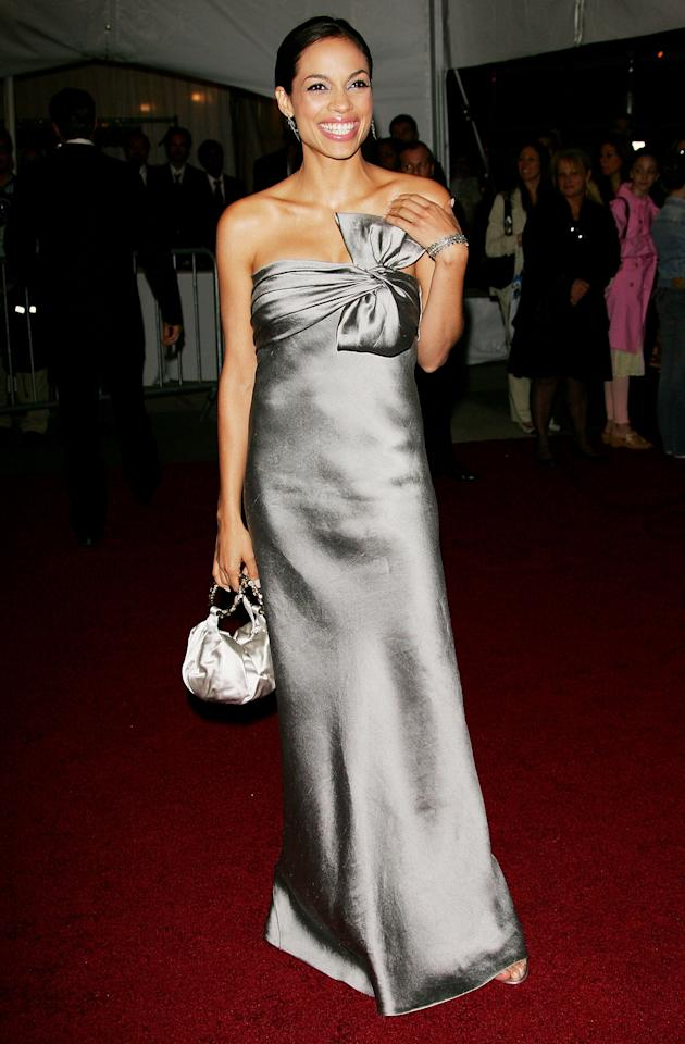 <p>Rosario Dawson chose a Kate Spade bag to co-ordinate with her Met Gala look back in 2006. <em>[Photo: Getty]</em> </p>