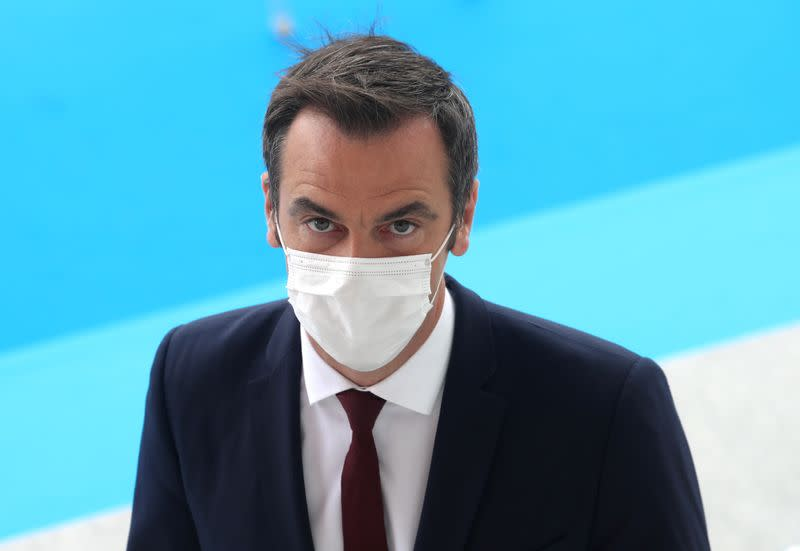 Minister tells French public: don't wait to put on masks
