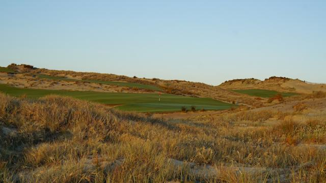 "<div class=""caption""> The 11th hole, a 534-yard par 5, is lined with fescue </div>"