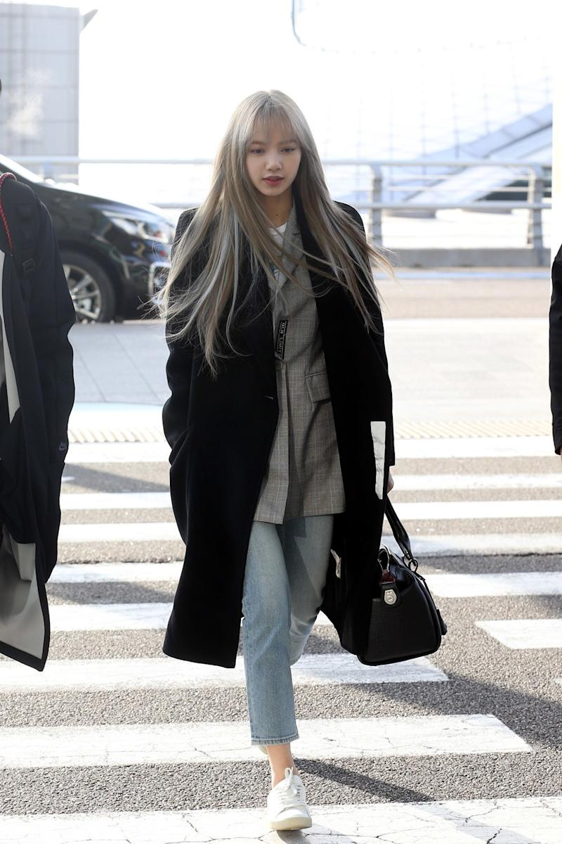 Lisa Of Blackpink S New Icy Blue Balayage Is Major Winter Hair Color