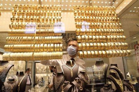 Gold rush at Turkish bazaar a test of trust for lowly lira